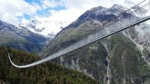 longest-pedestrian-suspension-bridge-switzerland